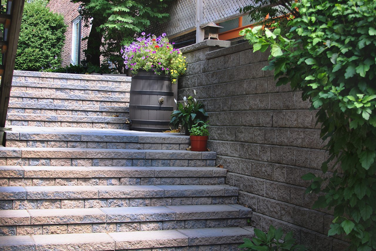 Retaining wall and steps